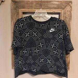 "The NIKE Tee Self Cropped T-Shirt XXL💋 23.5"" Long"